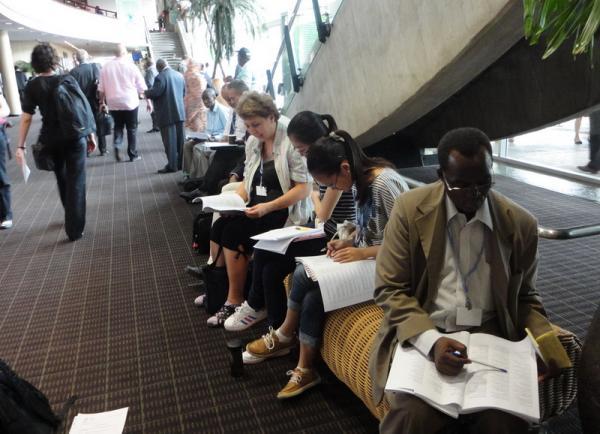 Общественные наблюдатели изучают программу дня