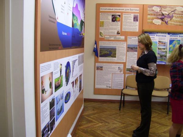 Первые посетители экспозиции